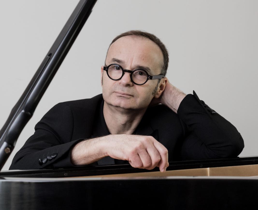 Francois Chouchan at the piano
